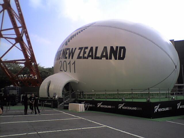 巨大ラグビーボール